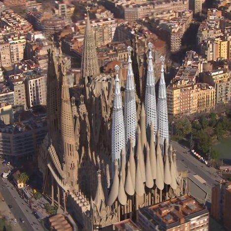 A short animating film shows the completion of Antoni Gaudí's Sagrada Família